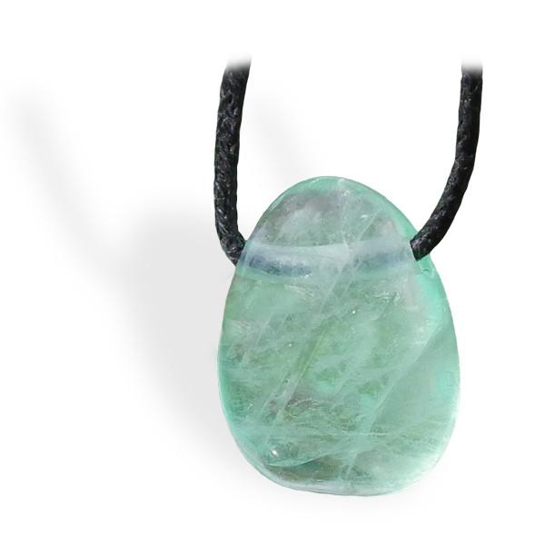 Fluorite verte roulée, pendentif percé