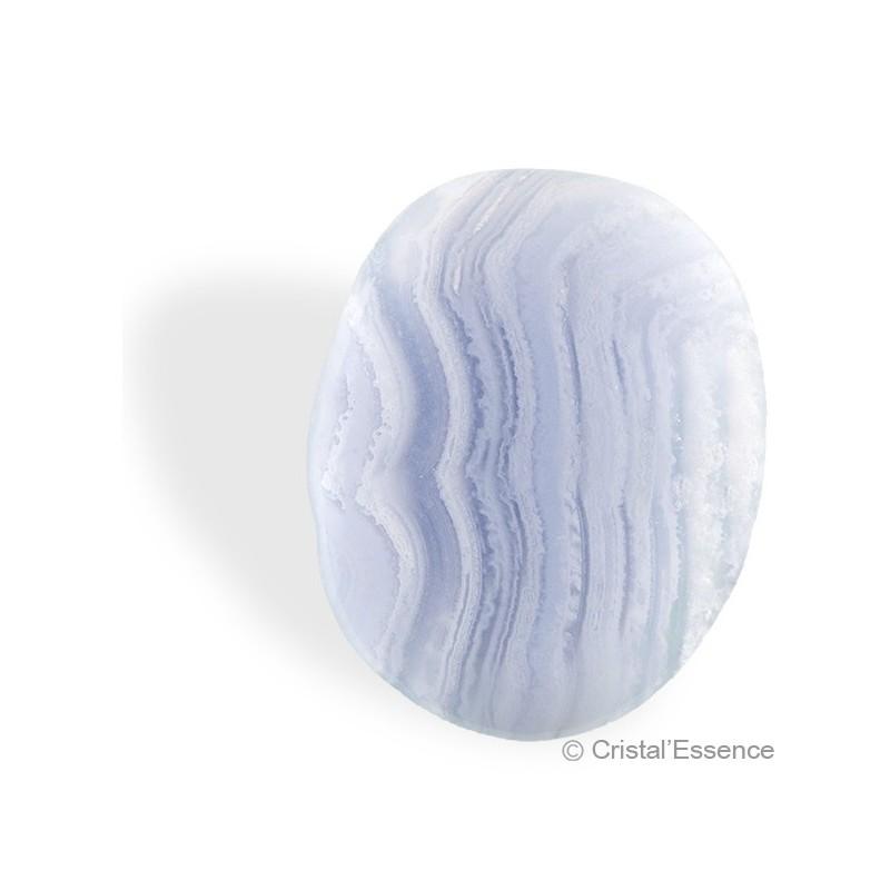 Calcédoine bleue veinée, galet plat
